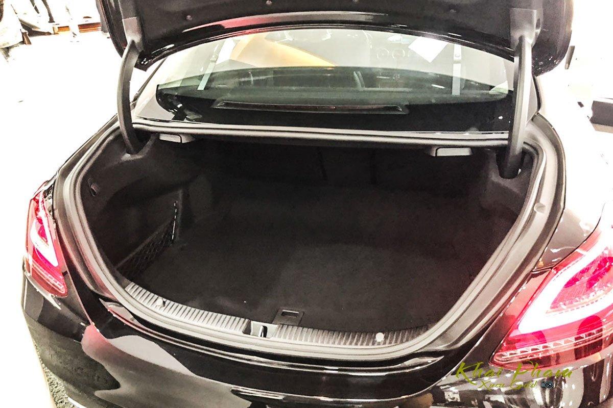 Hình ảnh cốp xe Mercedes-Benz C 200 Exclusive 2020 11