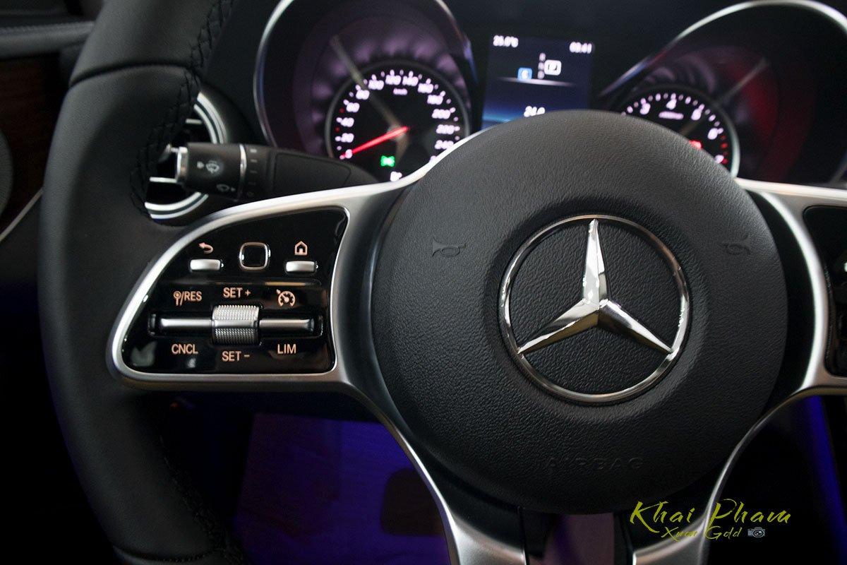 Hình ảnh nút bấm vô-lăng xe Mercedes-Benz C 200 Exclusive 2020