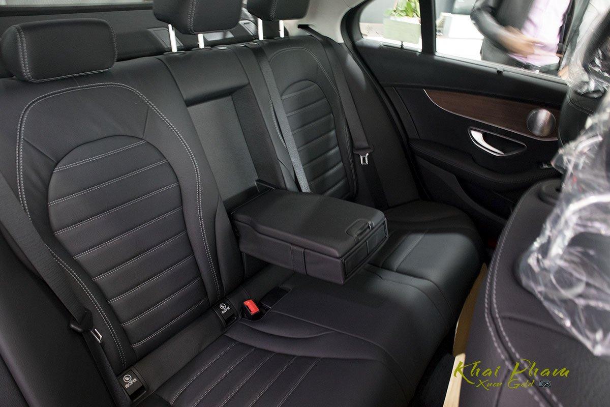 Hình ảnh ghế sau xe Mercedes-Benz C 200 Exclusive 2020 1