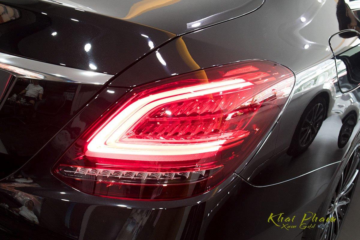 Hình ảnh đèn hậu sáng xe Mercedes-Benz C 200 Exclusive 2020