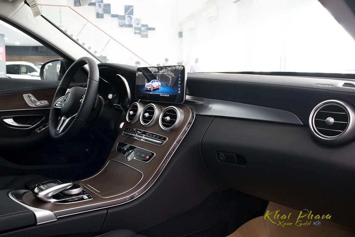 Hình ảnh táp-lô xe Mercedes-Benz C 200 Exclusive 2020