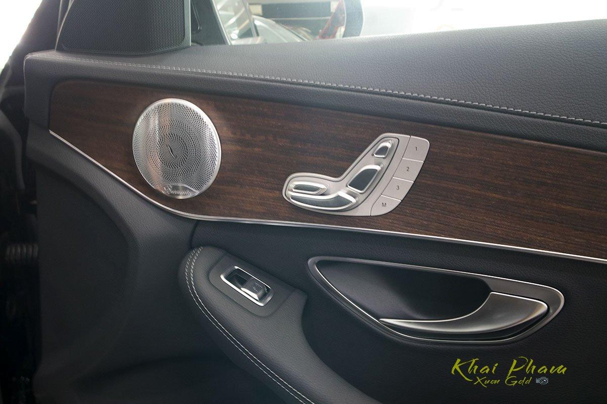 Hình ảnh tay nắm cửa xe Mercedes-Benz C 200 Exclusive 2020