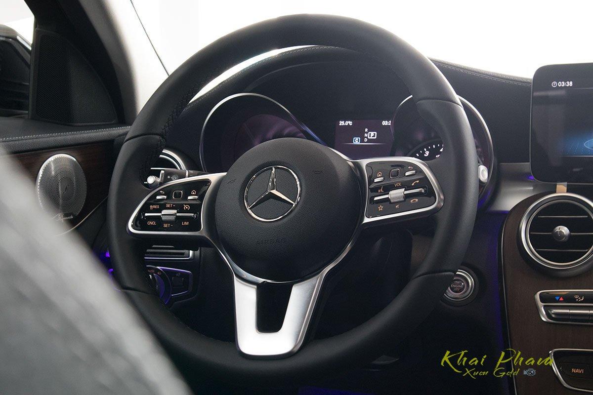 Hình ảnh chụp vô-lăng xe Mercedes-Benz C 200 Exclusive 2020