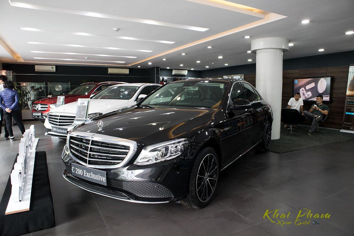 Hình ảnh chụp bên trái xe Mercedes-Benz C 200 Exclusive 2020