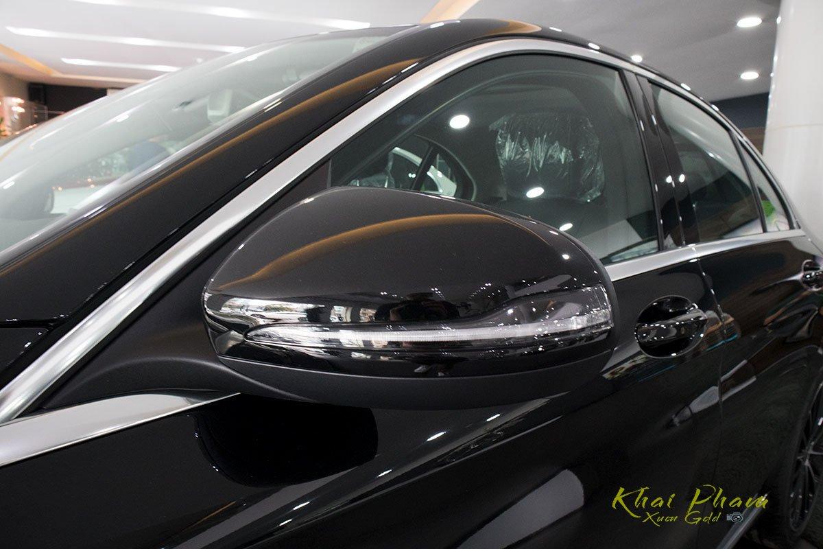 Hình ảnh chụp gương xe Mercedes-Benz C 200 Exclusive 2020