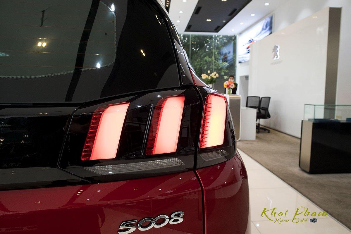 Ảnh chụp đèn hậu xe Peugeot 5008 2020 1