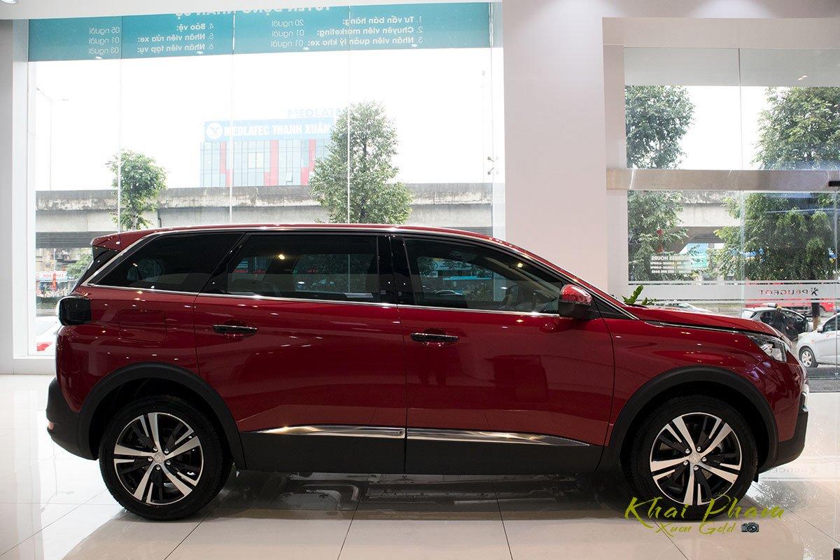 Ảnh chụp thân xe Peugeot 5008 2020