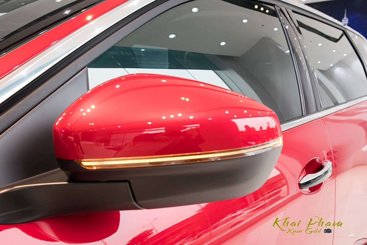 Ảnh chụp gương chiếu hậu xe Peugeot 5008 2020