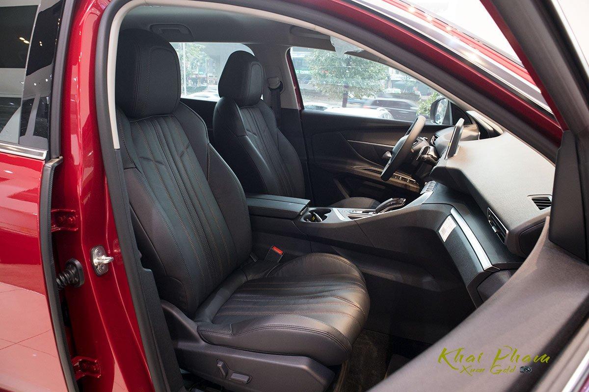 Ảnh chụp ghế phụ xe Peugeot 5008 2020 1