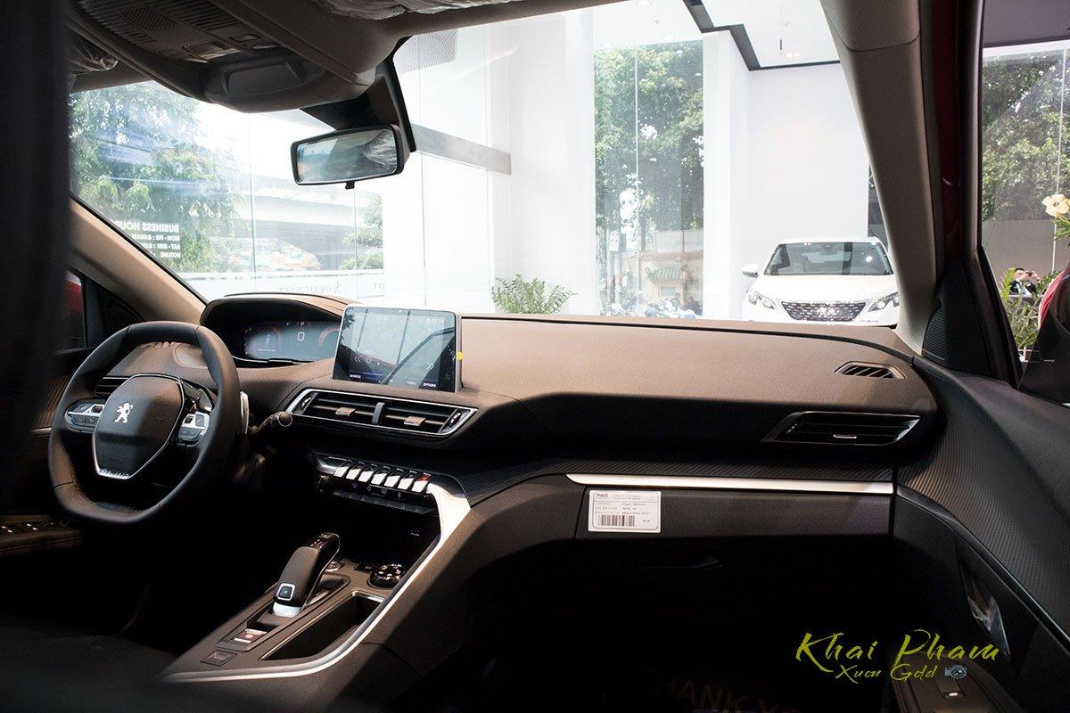 Ảnh chụp táp-lô xe Peugeot 5008 2020