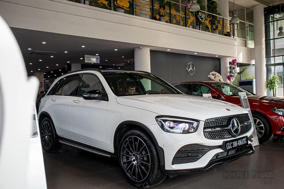 Ảnh chụp trước xe Mercedes-Benz GLC 300 2020