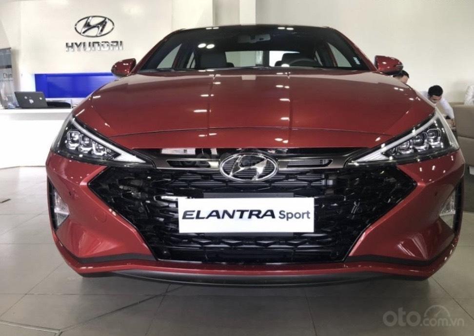 Bán Hyundai Elantra MT 2020, màu đỏ, xe nhập, giá chỉ 548 triệu - giao xe toàn quốc (4)