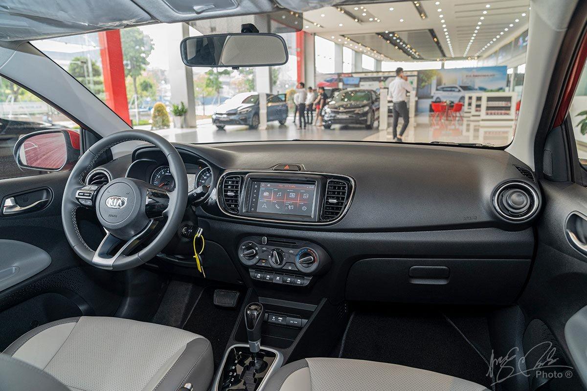 Khoang lái của Kia Soluto 2019.