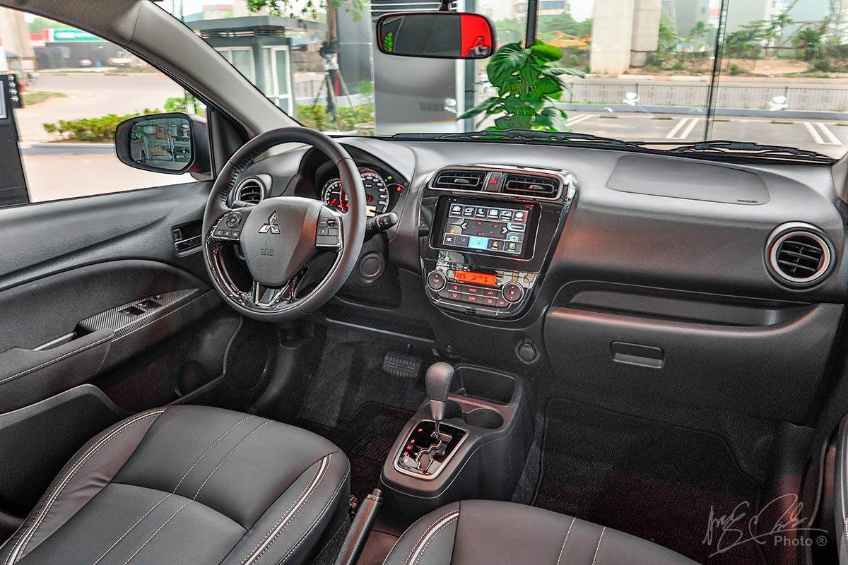 Khoang lái của Mitsubishi Attrage 2020.