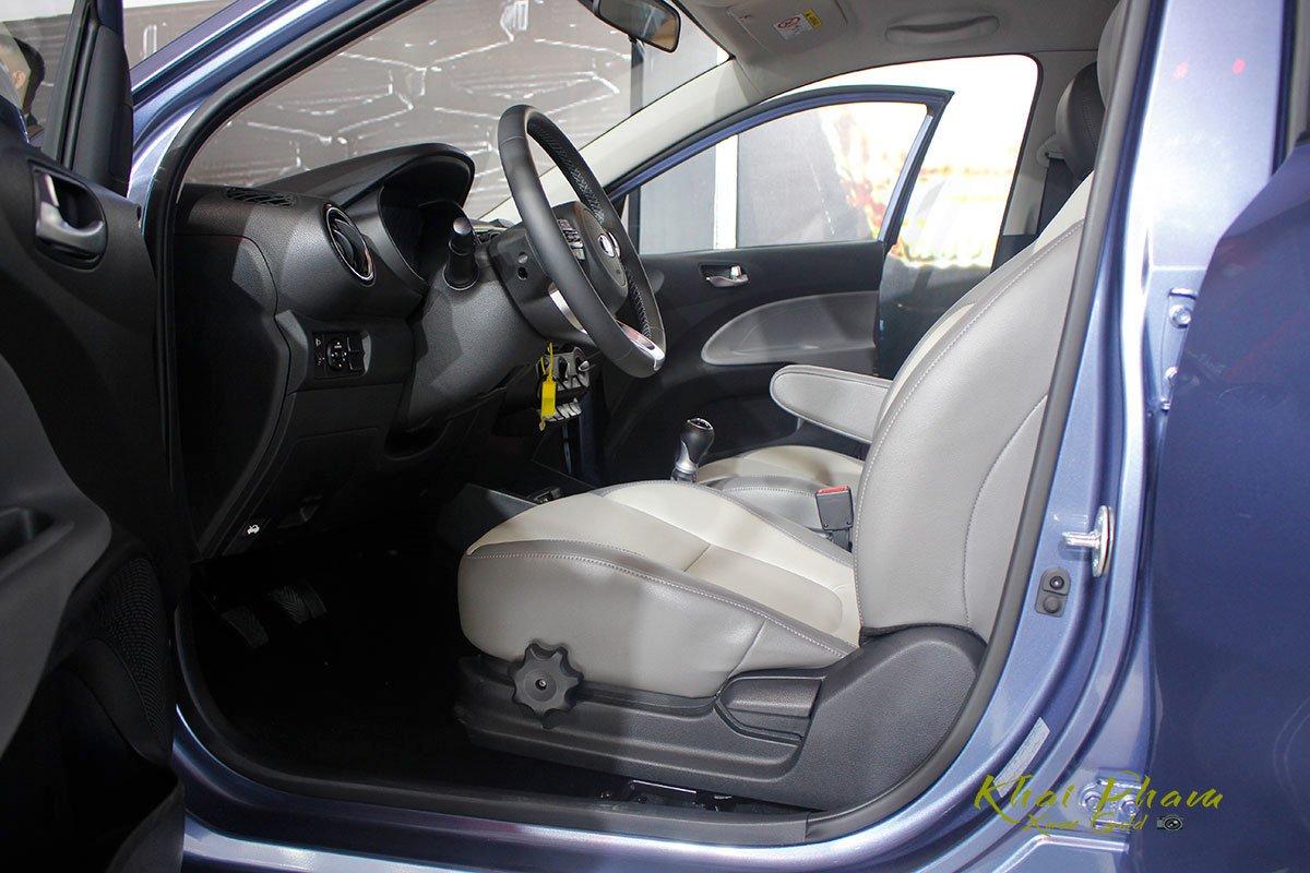 Ảnh chụp ghế trước xe Kia Soluto 2020