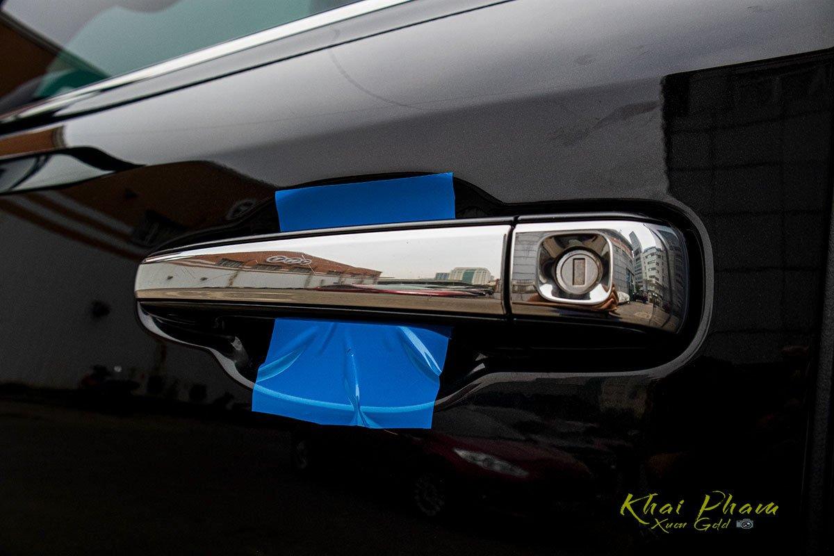 Ảnh chụp tay nắm cửa xe Lexus LX570 Super Sport 2020