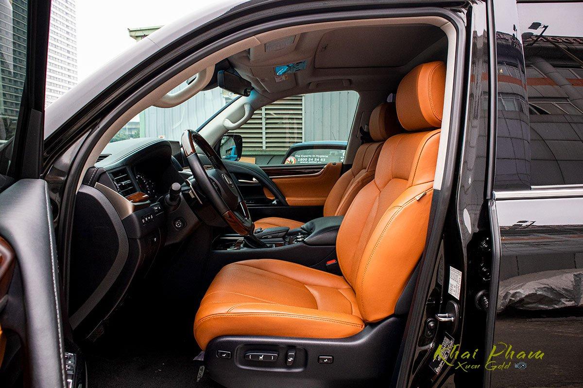 Ảnh chụp ghế lái xe Lexus LX570 Super Sport 2020