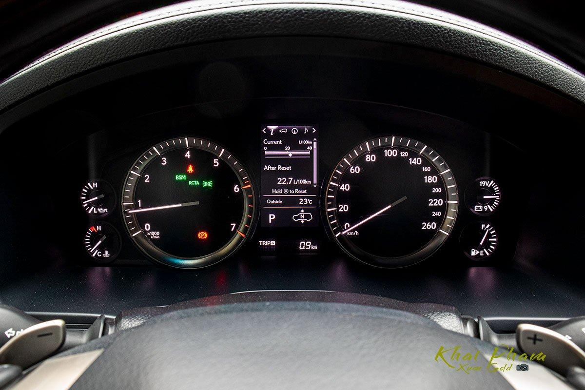 Ảnh chụp đồng hồ sau lái xe trái Lexus LX570 Super Sport 2020