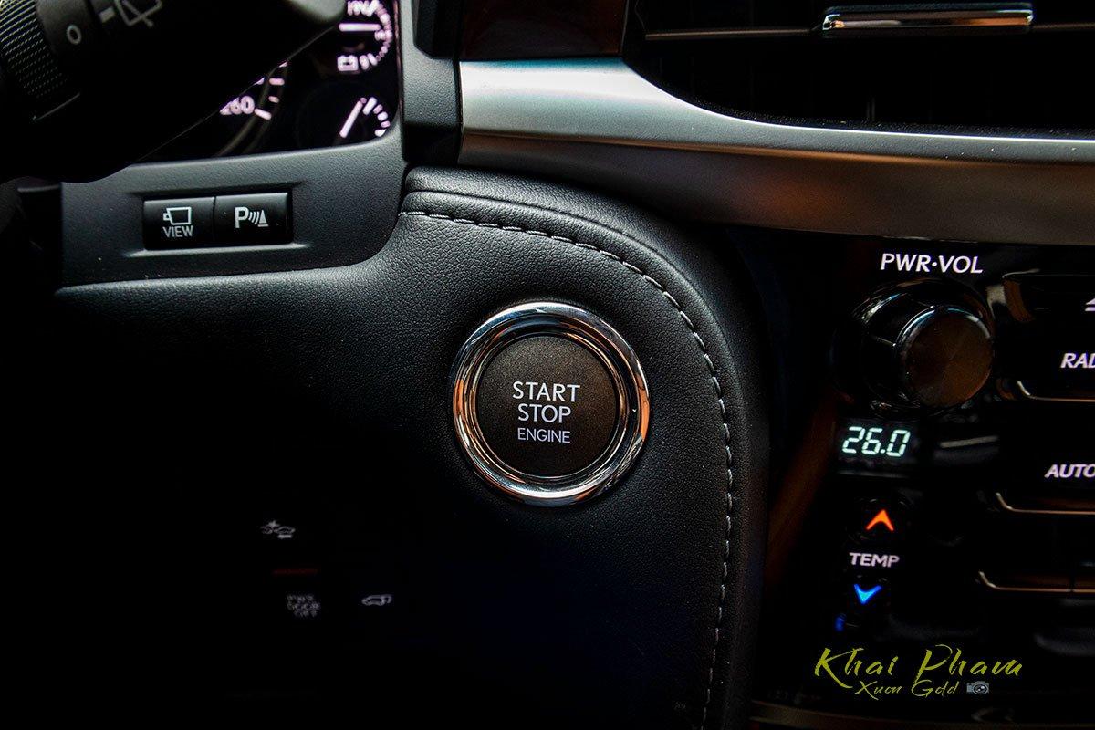 Ảnh chụp nút khởi động xe Lexus LX570 Super Sport 2020