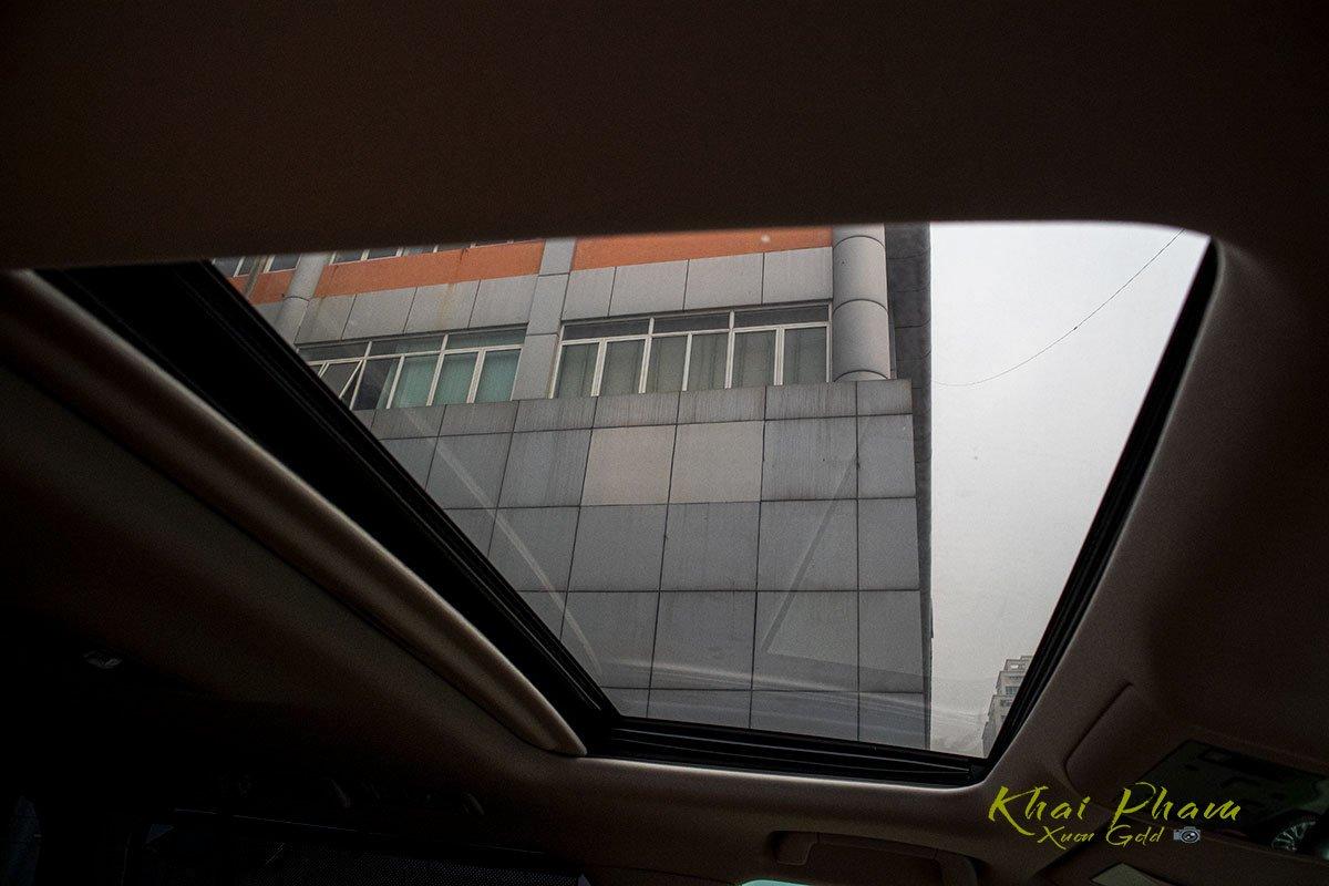 Ảnh chụp cửa sổ trời xe Lexus LX570 Super Sport 2020