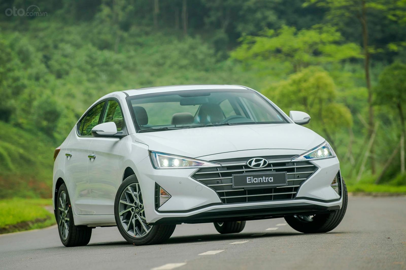 Cần bán Hyundai Elantra đời 2020, hỗ trợ vay ngân hàng 80% (1)