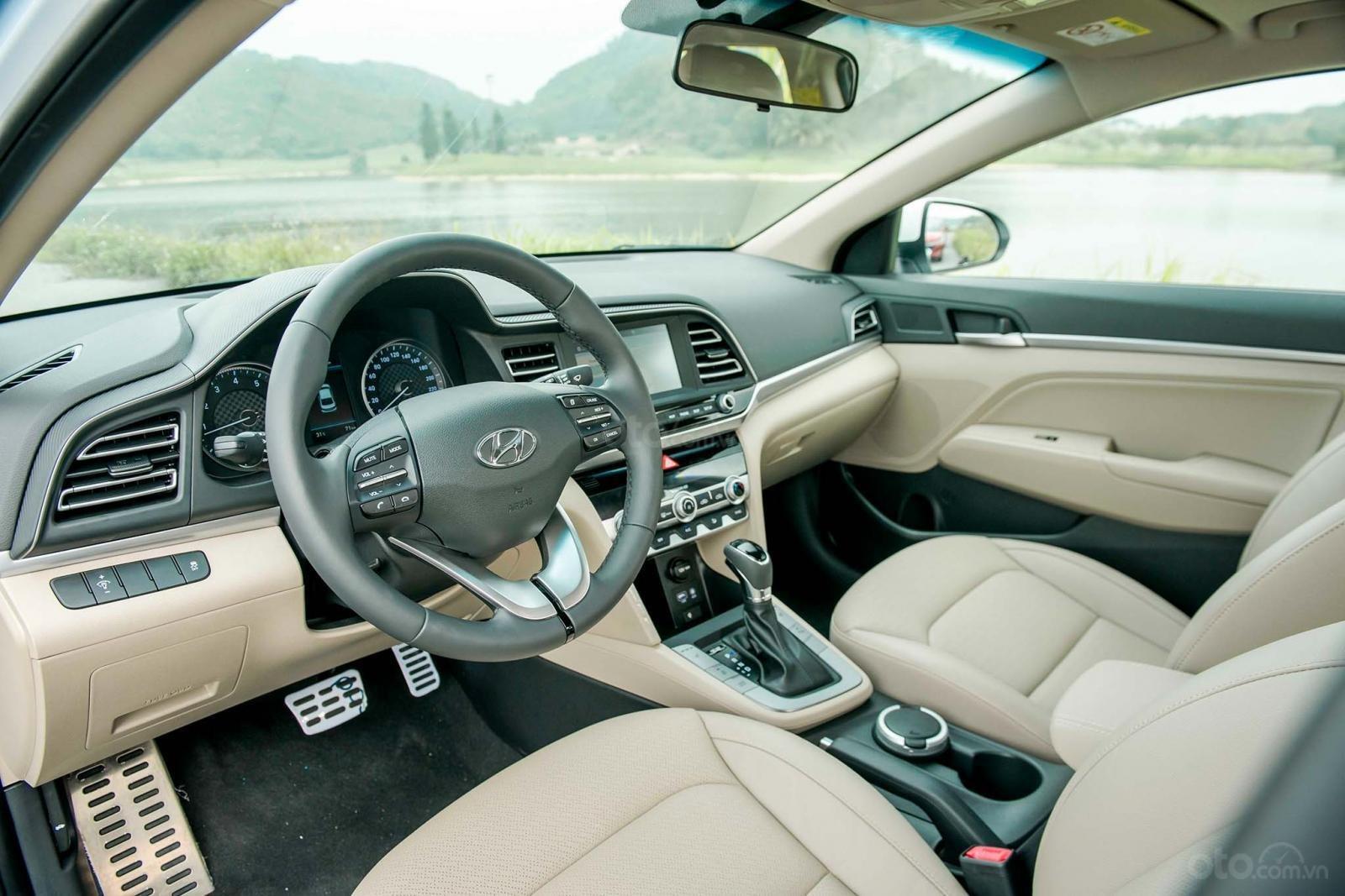 Cần bán Hyundai Elantra đời 2020, hỗ trợ vay ngân hàng 80% (5)