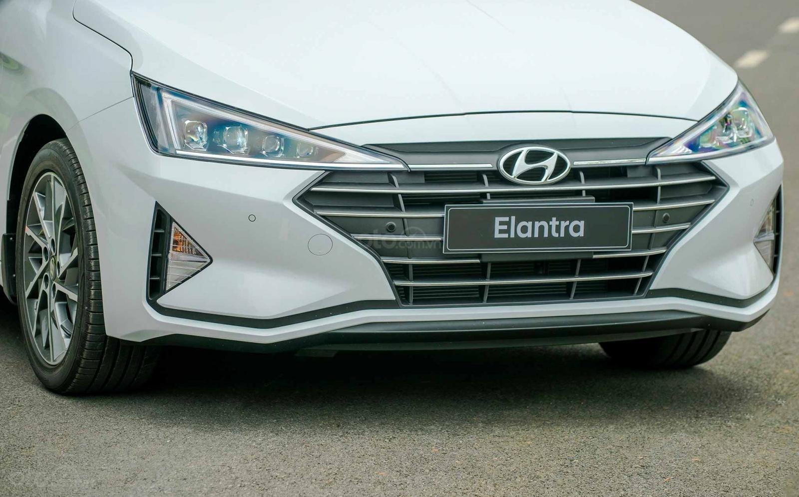 Cần bán Hyundai Elantra đời 2020, hỗ trợ vay ngân hàng 80% (4)