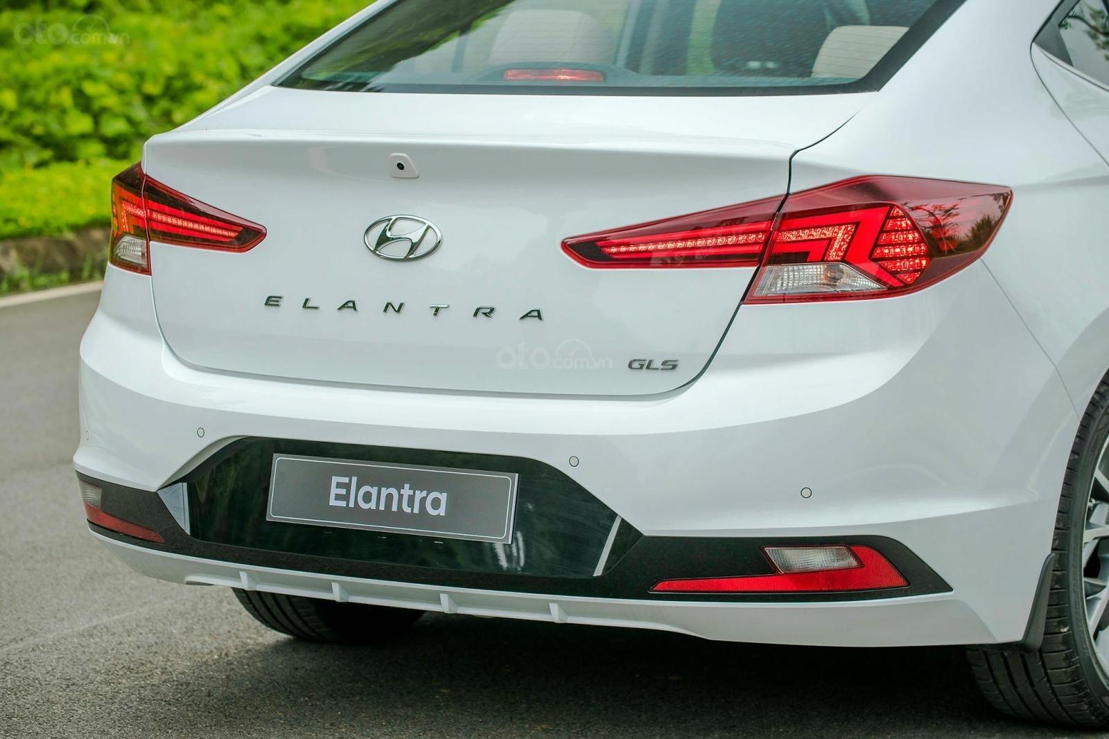 Cần bán Hyundai Elantra đời 2020, hỗ trợ vay ngân hàng 80% (2)