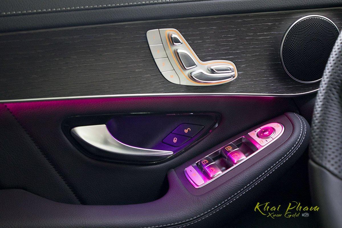 Ảnh chụp táp-li xe Mercedes-Benz GLC 300 Coupe 2020