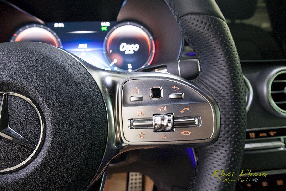 Ảnh chụp nút bấm xe Mercedes-Benz GLC 300 Coupe 2020 1