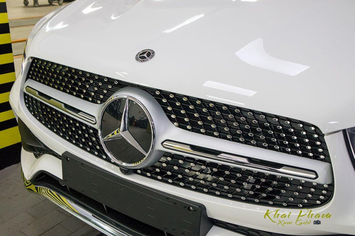Ảnh chụp lưới tản nhiệt xe Mercedes-Benz GLC 300 Coupe 2020