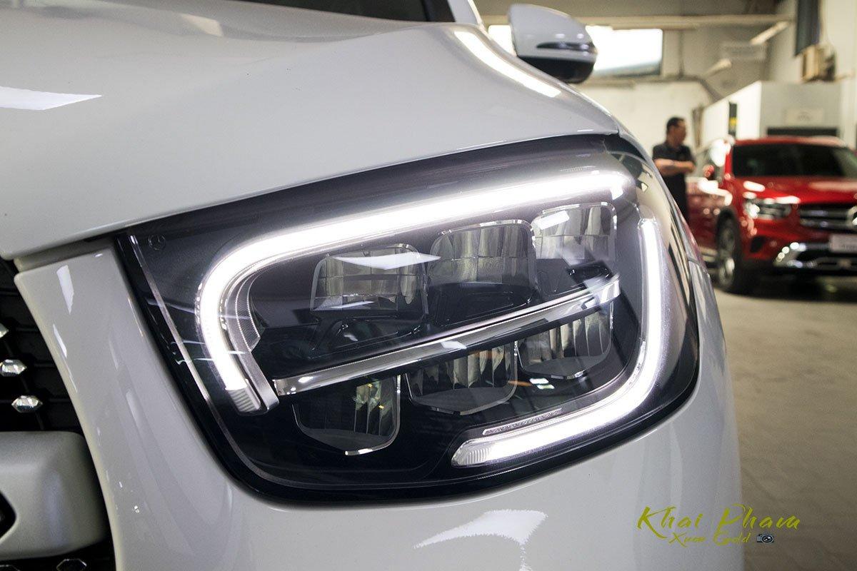 Ảnh chụp đèn pha xe Mercedes-Benz GLC 300 Coupe 2020 1