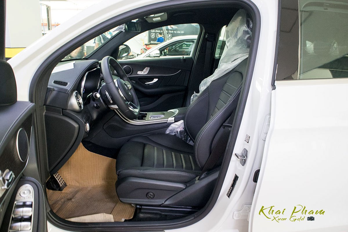 Ảnh chụp ghế trước xe Mercedes-Benz GLC 300 Coupe 2020
