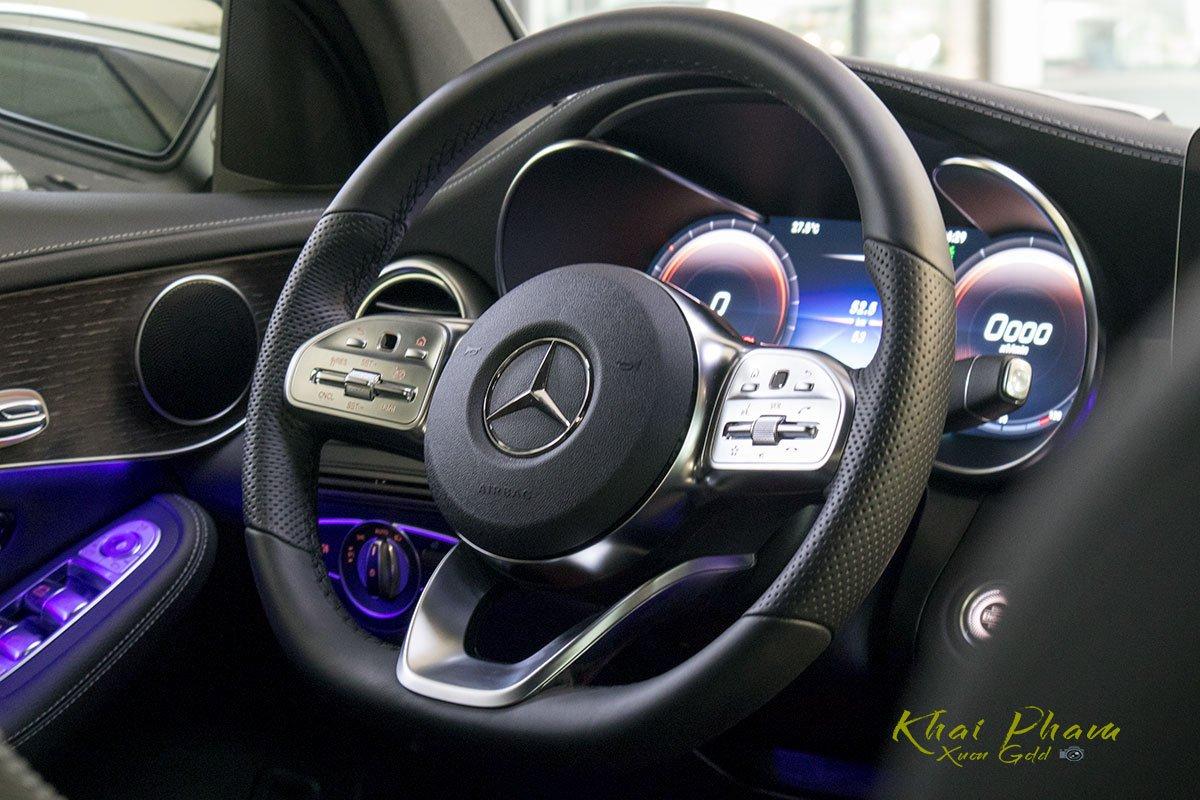Ảnh chụp vô-lăng xe Mercedes-Benz GLC 300 Coupe 2020