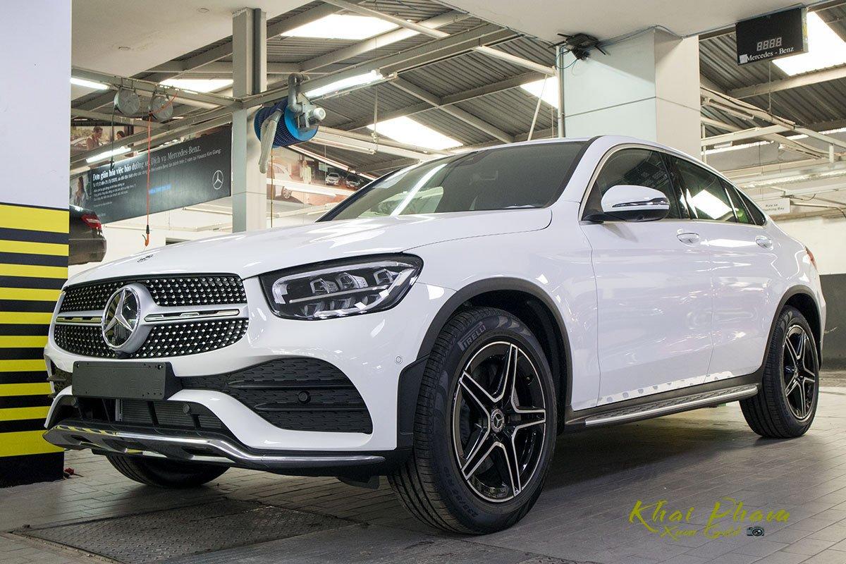 Ảnh chụp đầu xe Mercedes-Benz GLC 300 Coupe 2020