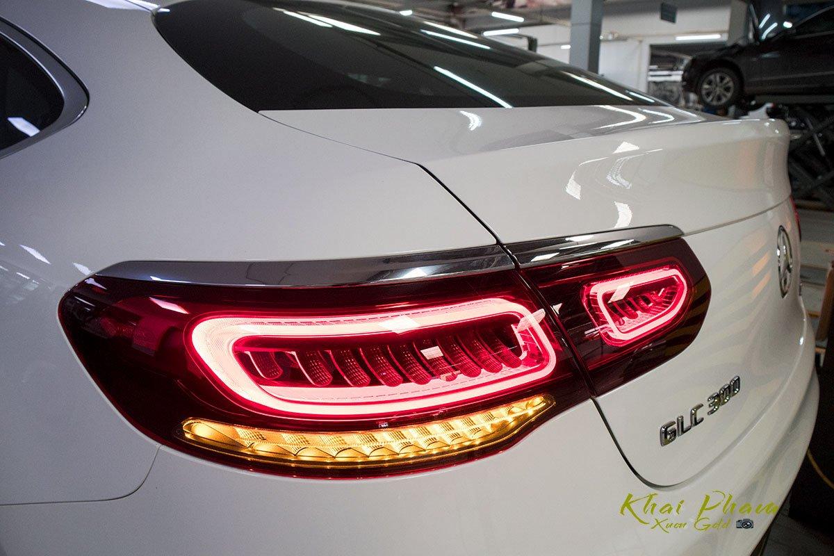 Ảnh chụp đèn hậu xe Mercedes-Benz GLC 300 Coupe 2020