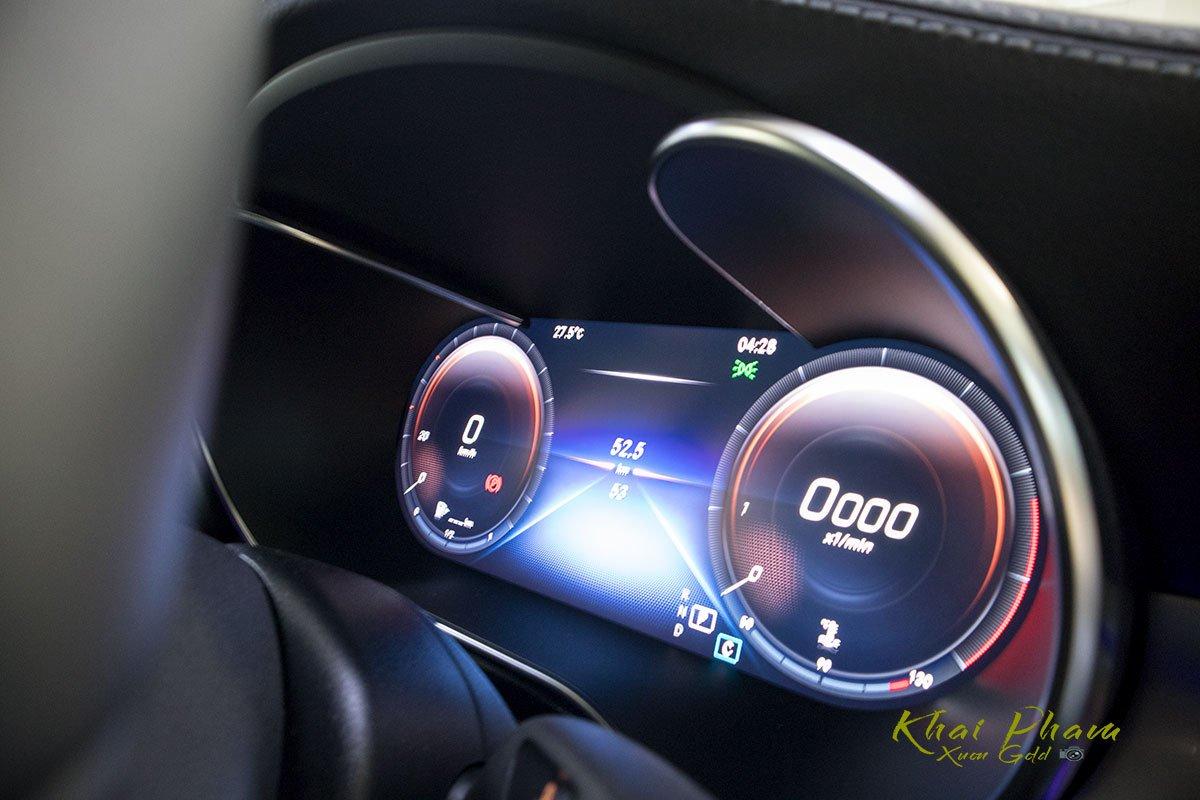 Ảnh chụp đồng hồ xe Mercedes-Benz GLC 300 Coupe 2020