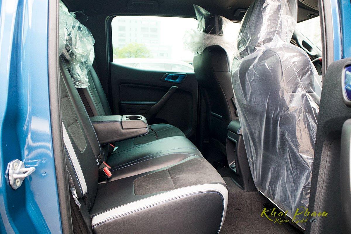 Ảnh chụp ghế sau xe Ford Ranger Raptor 2020 1