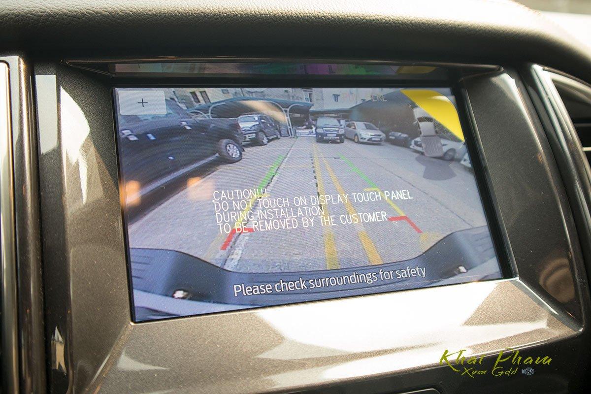 Ảnh chụp camera lùi xe Ford Ranger Wildtrak 2020 1