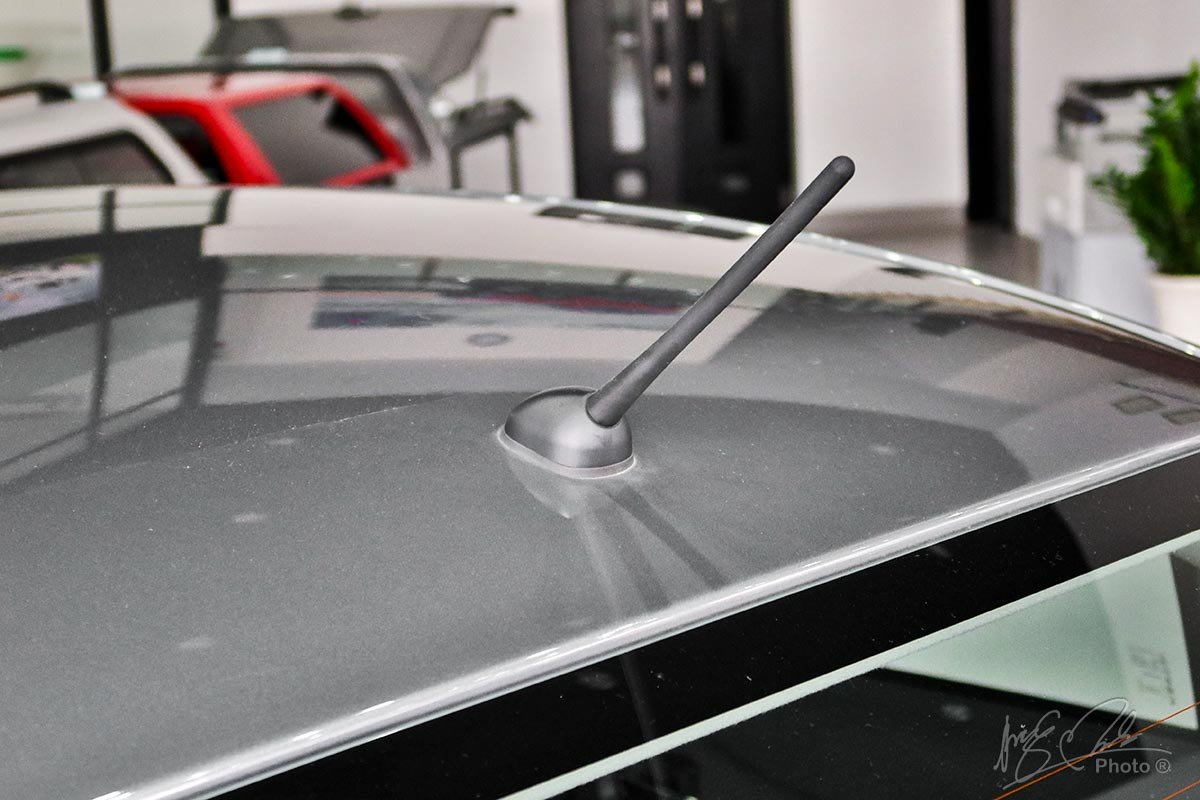 Đánh giá xe Mitsubishi Attrage MT 2020: Ăng ten dạng que.
