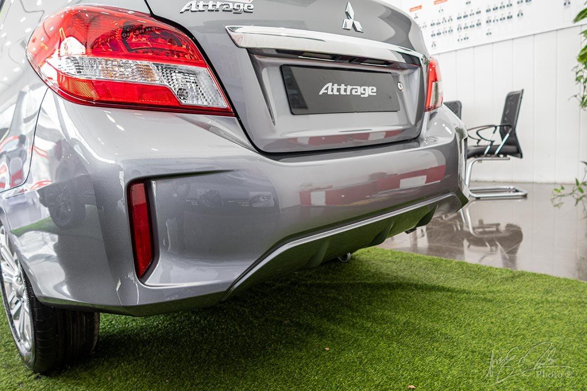 Đánh giá xe Mitsubishi Attrage MT 2020: Cản sau được thiết kế lại cứng cáp hơn.