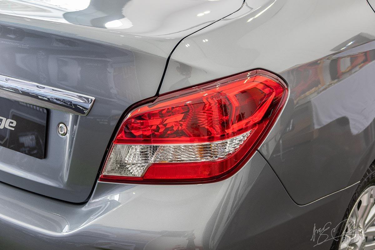 Đánh giá xe Mitsubishi Attrage MT 2020: Đèn sau được thiết kế lại nhưng vẫn là dạng bóng sợi đốt thông thường.