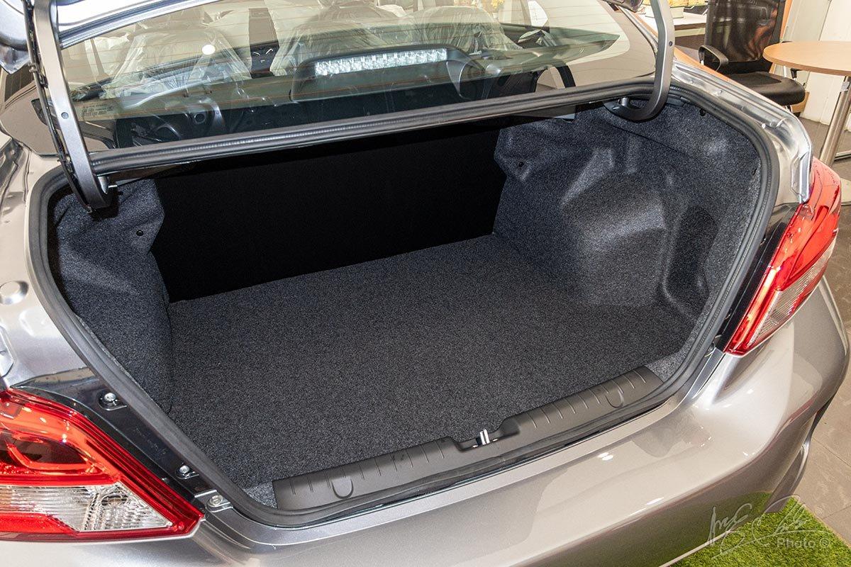 Đánh giá xe Mitsubishi Attrage MT 2020: Khoang hành lý rộng 445 lít.