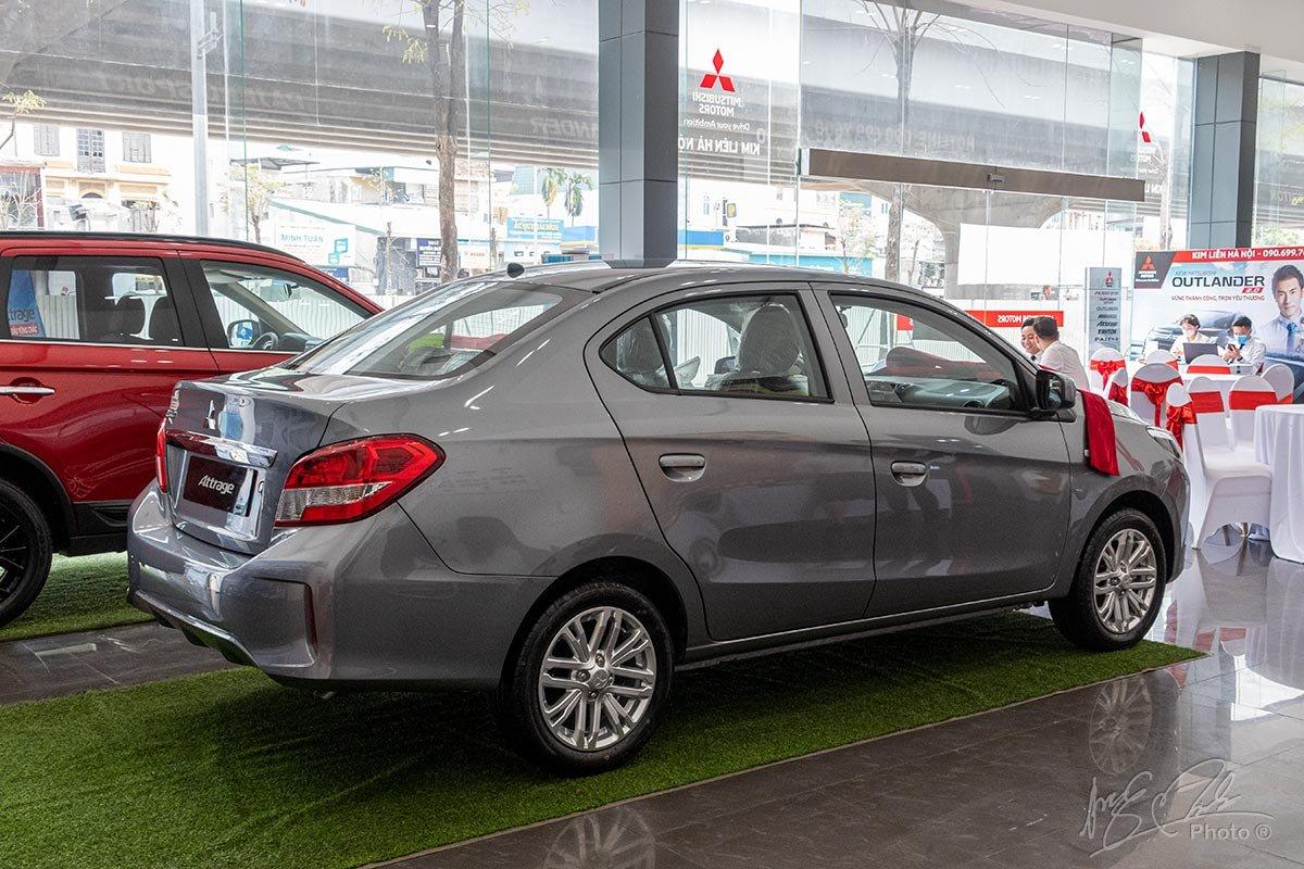 Đánh giá xe Mitsubishi Attrage MT 2020: Thiết kế đuôi xe năng động thể thao.