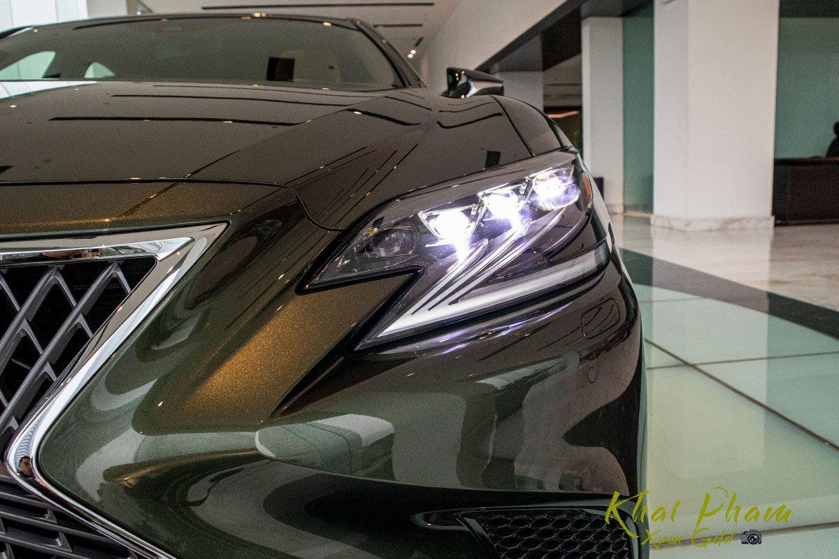 Ảnh chụp đèn pha xe Lexus LS 500h 2020