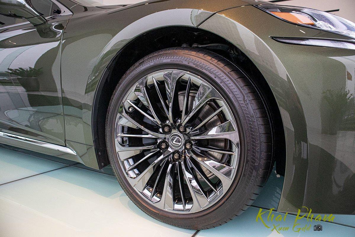 Ảnh chụp la-zăng xe Lexus LS 500h 2020 1
