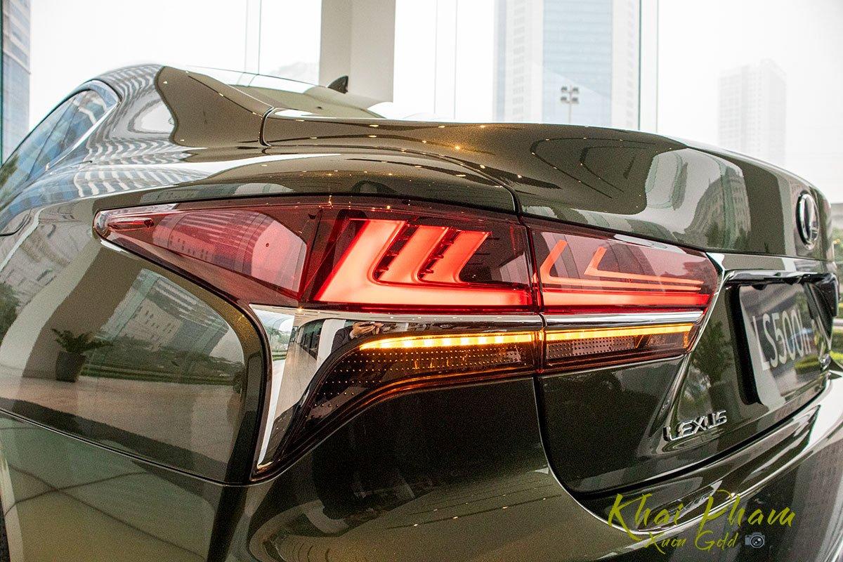Ảnh chụp đèn hậu xe Lexus LS 500h 2020 1