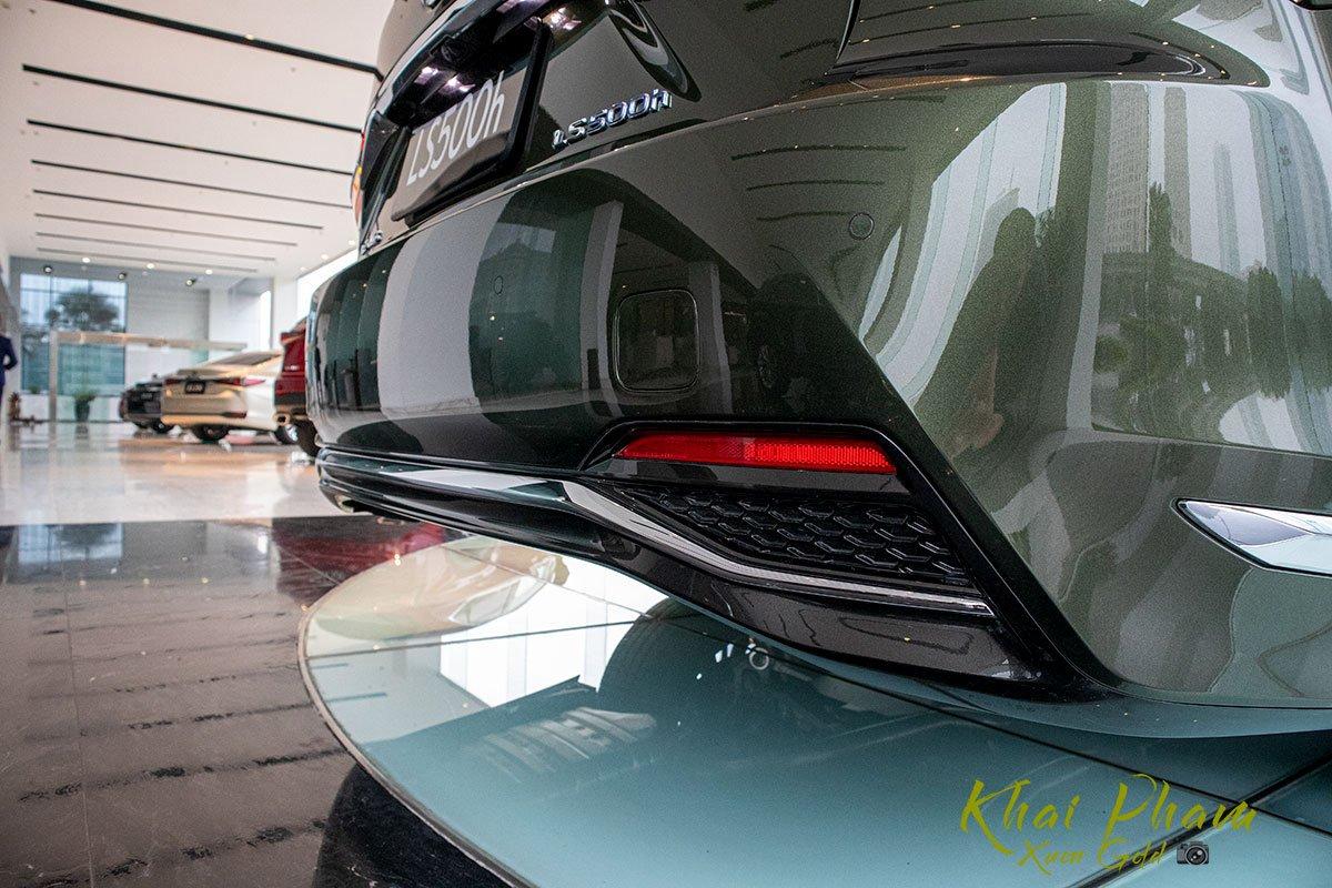 Ảnh chụp cản sau xe Lexus LS 500h 2020
