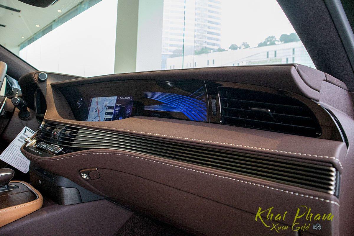 Ảnh chụp táp-lô xe Lexus LS 500h 2020 1