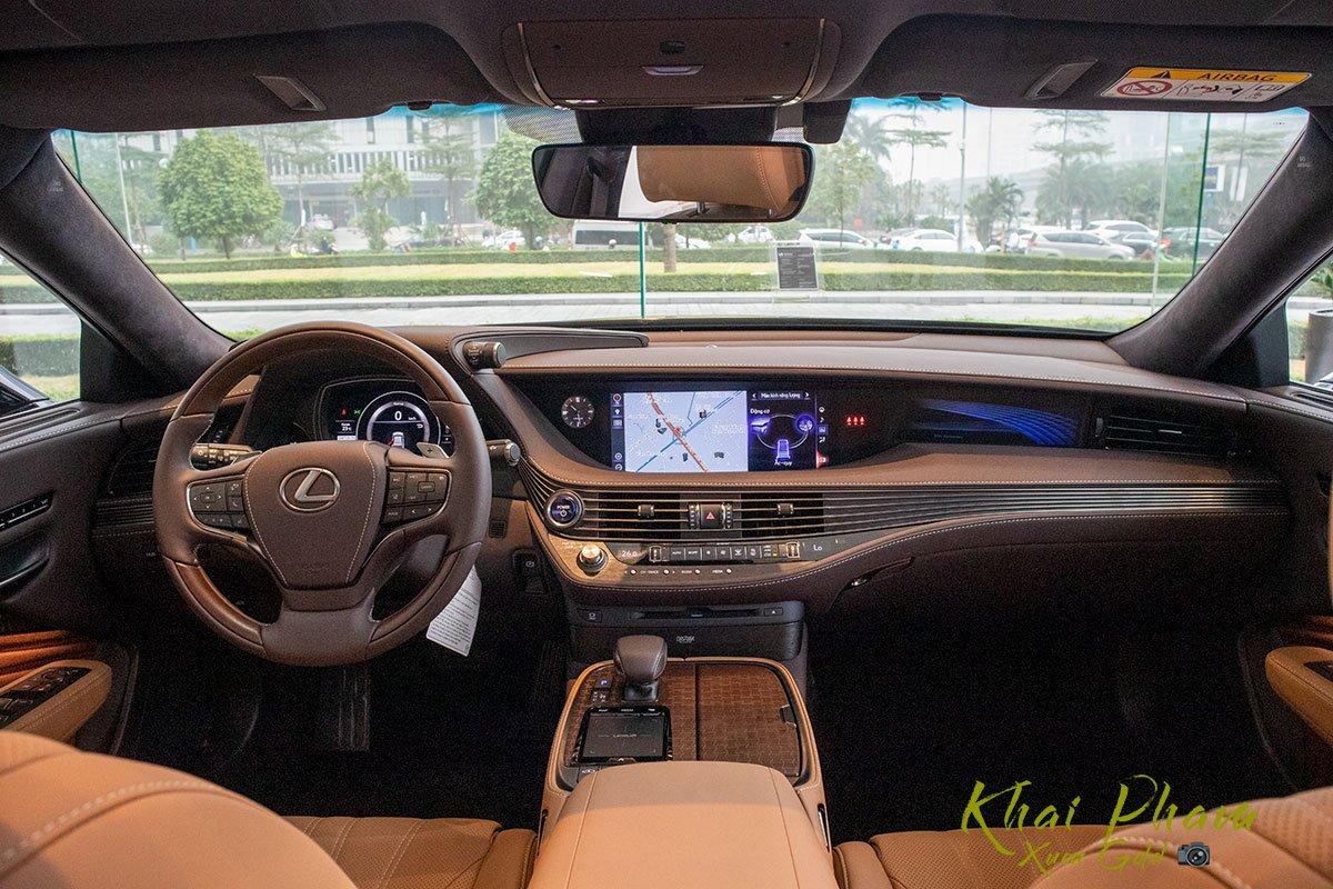 Ảnh chụp táp-lô xe Lexus LS 500h 2020